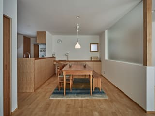校舎がみえる家: toki Architect design officeが手掛けたダイニングです。