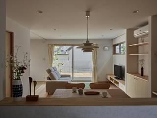 校舎がみえる小さな家: toki Architect design officeが手掛けたリビングです。