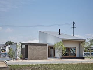 toki Architect design office Casas modernas Madera Blanco
