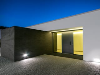 Garage/shed by ARTEQUITECTOS