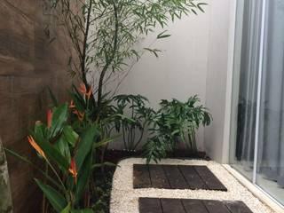 Garden by Eneida Lima Paisagismo,
