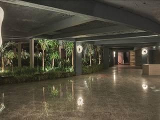 Espaço Passarela Casa Cor Brasília 2015 - Obra Concluida:   por Staff Arquitetura e Engenharia