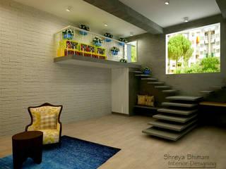 Pasillos, vestíbulos y escaleras de estilo moderno de Shreya Bhimani Designs Moderno