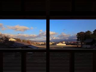 kumekubota house: 髙岡建築研究室が手掛けたテラス・ベランダです。,和風