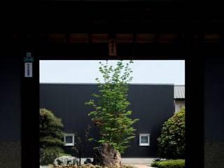 mochida house2: 髙岡建築研究室が手掛けた庭です。,モダン