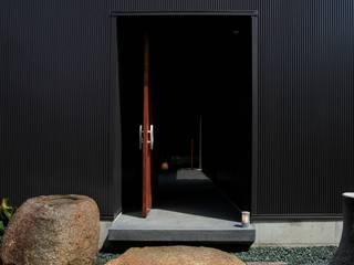 mochida house2: 髙岡建築研究室が手掛けた家です。,モダン