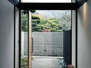 miyanoshita house: 髙岡建築研究室が手掛けた廊下 & 玄関です。,和風