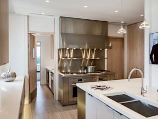 Modern kitchen by Lilian H. Weinreich Architects Modern