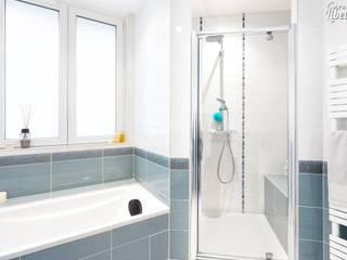 Douche: Salle de bains de style  par Carnets Libellule