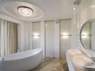SALON KĄPIELOWY w bieli Eklektyczna łazienka od MANGO STUDIO Eklektyczny