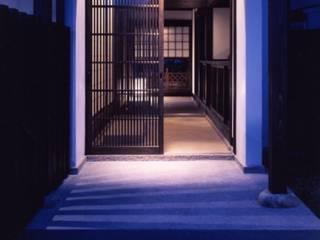 hakusuidai house: 髙岡建築研究室が手掛けた廊下 & 玄関です。,和風