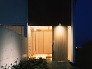 nishino house: 髙岡建築研究室が手掛けた廊下 & 玄関です。,和風