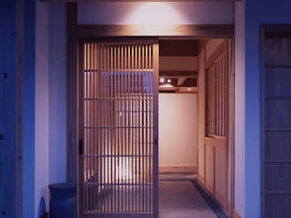 masaki house: 髙岡建築研究室が手掛けた廊下 & 玄関です。,和風