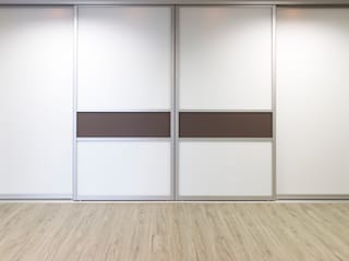 "Elfa display in ""Möbel und Objekt"" furniture store de Pamela Kilcoyne - Homify Moderno"
