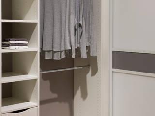 """Elfa exhibition in """"XXXL Neubert"""" furniture store de Pamela Kilcoyne - Homify Moderno"""