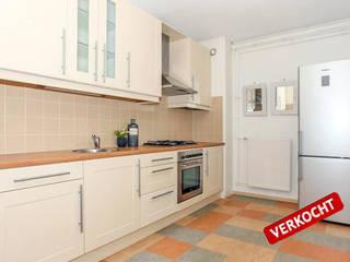 Spiegels doen wonderen!:  Keuken door Levenssfeer, Modern Kunststof