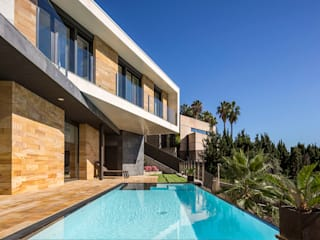 E House Modern pool by 08023 Architects Modern