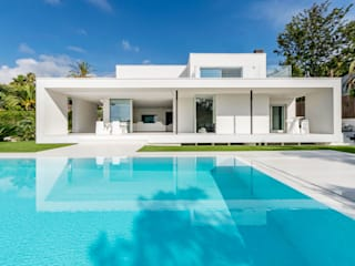 Herrero House Modern pool by 08023 Architects Modern