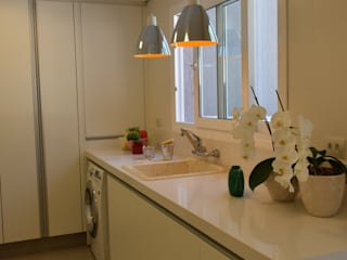 Cucina moderna di Karin Brenner Arquitetura e Engenharia Moderno