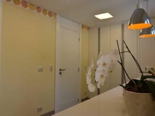 Kitchen by Karin Brenner Arquitetura e Engenharia
