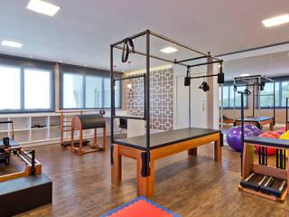Cliniche moderne di Karin Brenner Arquitetura e Engenharia Moderno