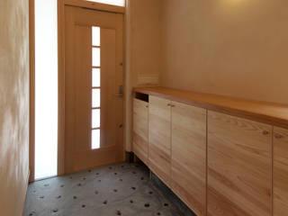 休日のための家 オリジナルスタイルの 玄関&廊下&階段 の あーきす建築設計室 オリジナル