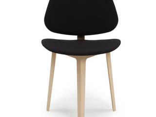 Taite chair & tables di Design Ari Kanerva - Studio arka Minimalista