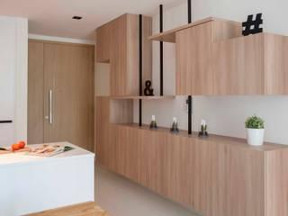 Pasillos, vestíbulos y escaleras de estilo escandinavo de Eightytwo Pte Ltd Escandinavo