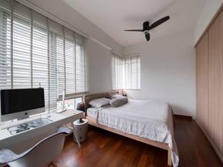 Minimalist bedroom by Eightytwo Minimalist