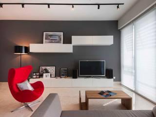 Salas de estilo minimalista de Eightytwo Pte Ltd Minimalista