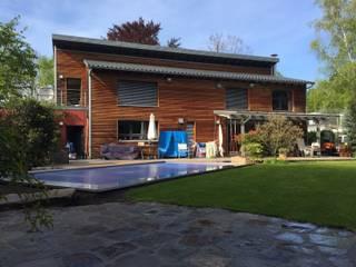 Hồ bơi phong cách hiện đại bởi Hesselbach GmbH Hiện đại Sắt / thép