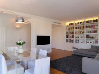 stile in bianco: Sala da pranzo in stile  di studio ferlazzo natoli