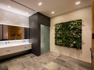 Modern style bathrooms by Eightytwo Modern