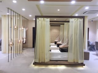 MAGNIFIQUE Salon, Defence Colony, New Delhi: modern  by Centroid Plus,Modern