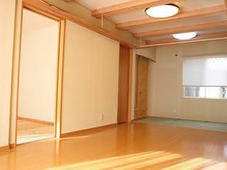 「竜骨の家」内観: 円満字建築事務所が手掛けた壁です。