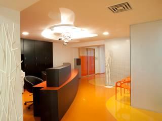Agence d'architecture intérieure Laurence Faure Pasillos, vestíbulos y escaleras de estilo moderno