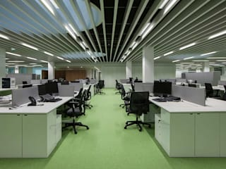 Estudios y despachos de estilo moderno de Tralhão Design Center Moderno
