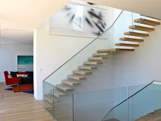 Floating Steps of Beauty in Long Island EeStairs | Stairs and balustrades Pasillos, vestíbulos y escaleras minimalistas Vidrio