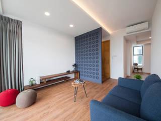 Salas de estilo ecléctico de Eightytwo Pte Ltd Ecléctico