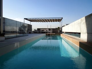 Modern pool by Reformmia Modern