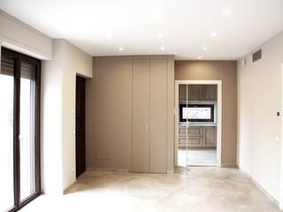 Ristrutturazione Edificio Unifamiliare Ingresso, Corridoio & Scale in stile moderno di Fabio Ricchezza architetto Moderno