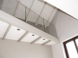 Salones modernos de Fabio Ricchezza architetto Moderno