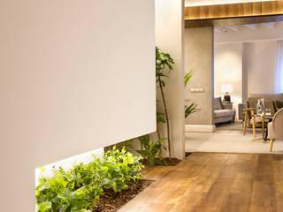 Couloir et hall d'entrée de style  par Egue y Seta,