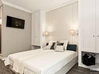 RAKOWICKA - apartament na krótkoterminowy wynajem Klasyczna sypialnia od MANGO STUDIO Klasyczny