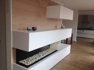 Chimenea de gas acabado en madera y blanco: Salones de estilo  de CLAU21 INTERIORISMO Y CONSTRUCCIÓN