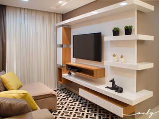 Salas multimedia de estilo  por Only Design de Interiores