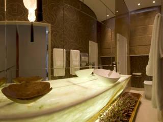 Baños de estilo ecléctico de Flaviane Pereira Ecléctico