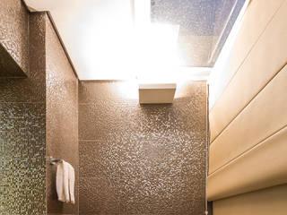Baños de estilo moderno de Flaviane Pereira Moderno