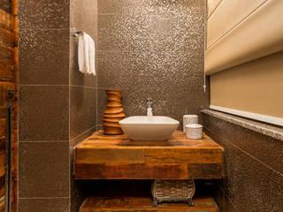Baños de estilo rústico de Flaviane Pereira Rústico