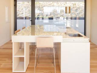 Ilha de Cozinha para Residência de Investigadores por Atelier 405 \ 405 architects Minimalista
